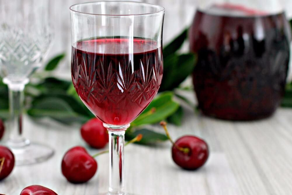 Вишневая наливка, вино