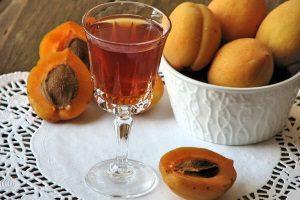 Настойка на абрикосах