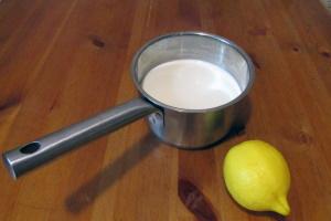 Пастеризованные сливки и лимон